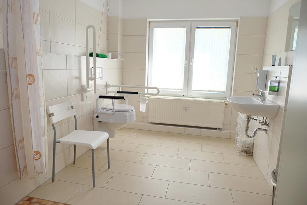 Blick in ein behindertengerechtes Bad